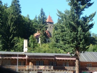 Międzygórze latem - Kościół kamienny